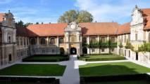 Štatenberg - dvorec z vrtom