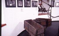 Vozički za prevoz rude (trugce) in vrtalni stroji.